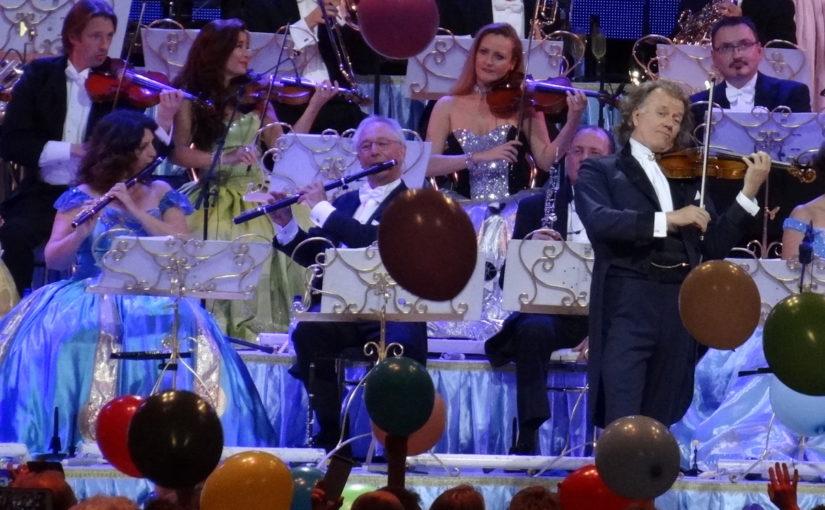 André Rieu se svým orchestrem roztančil a rozezpíval nadšené publikum v Praze