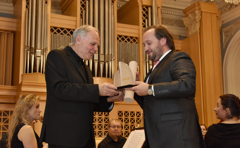 Medaile Artis Bohemiae Amicis pro klarinetistu Jiřího Hlaváče